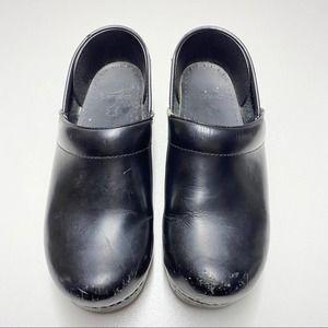 Dansko Solid Black Clogs Glossy size 39 9